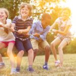 niños jugando felices redvital
